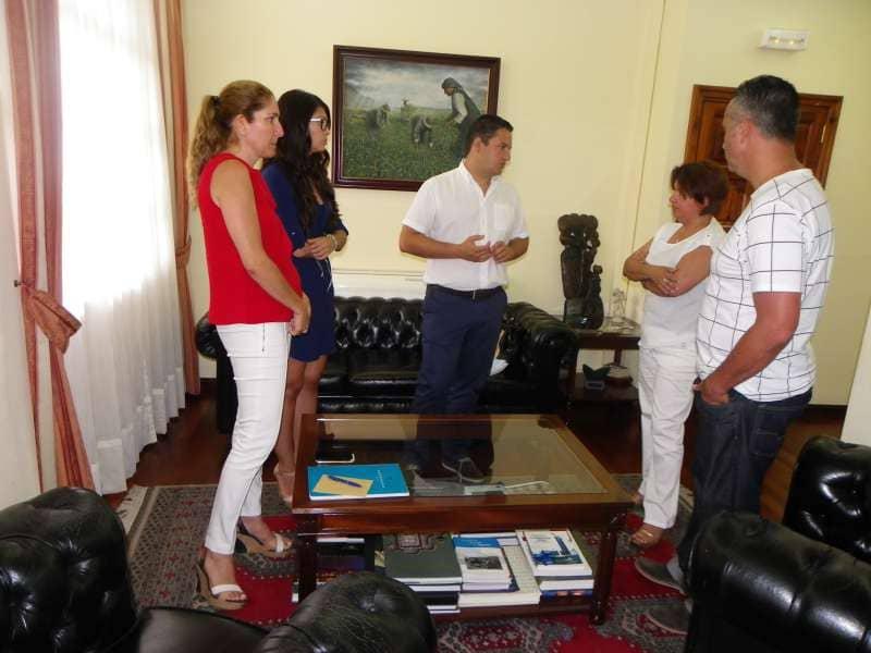 La consejera insular de Juventud se reúne con el grupo de gobierno