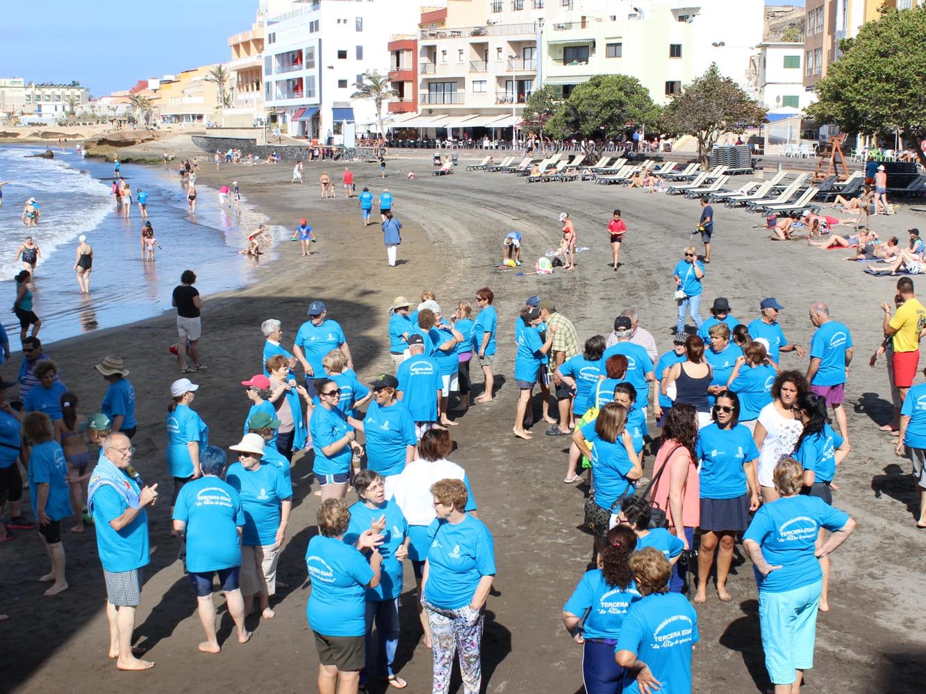 La gimnasia en la playa movilizó a más de 200 mayores este verano