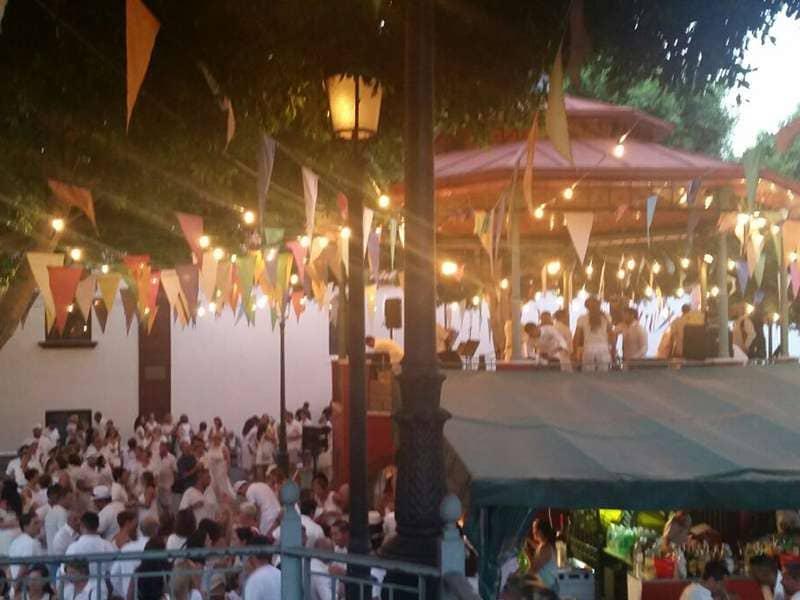 Más de 500 personas disfrutan de la Fiesta de Blanco