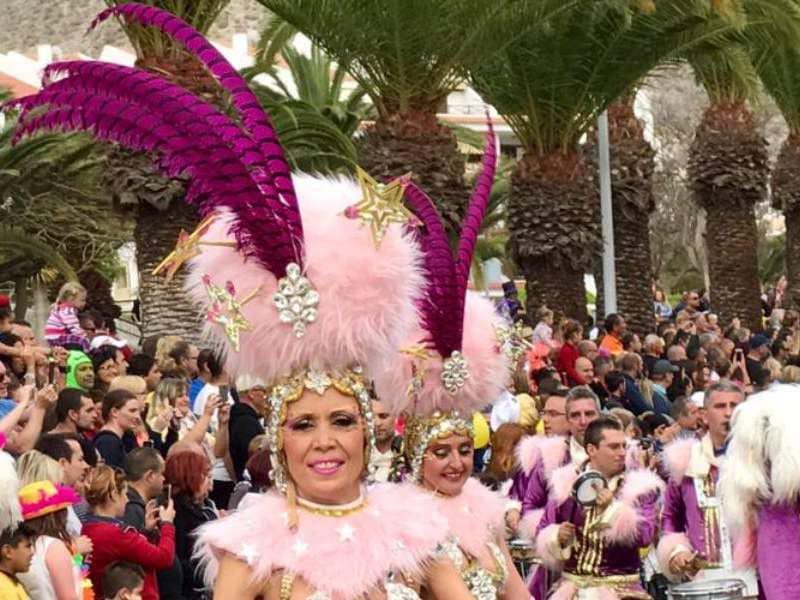 Onda TenerifeMás de 30.000 personas disfrutan del Coso del Carnaval Internacional de Los Cristianos