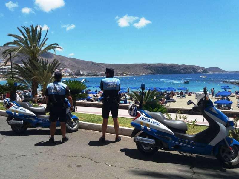 Onda TenerifeLa Policía retira más de 80 kg de mercancía en un operativo especial contra la venta ambulante
