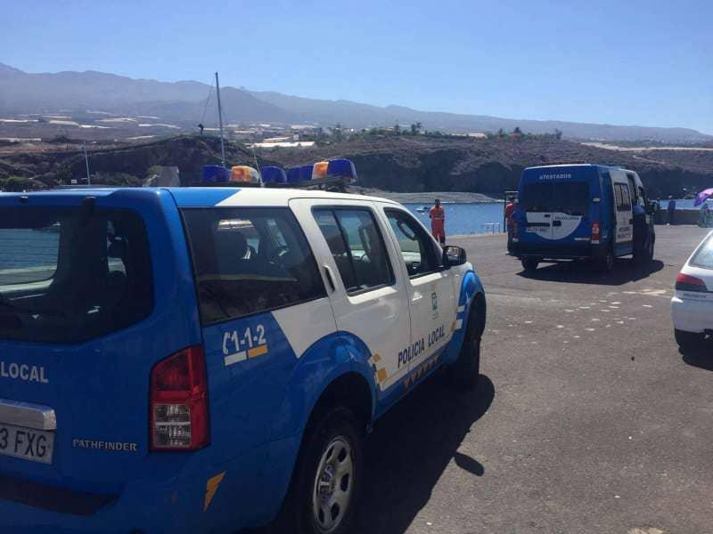 Onda TenerifeRescatan a dos pescadores tras volcar su embarcación a 3 millas de Playa San Juan