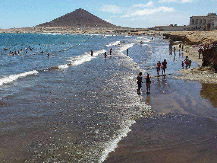 Levantada la prohibición de baño en la playa de El Médano