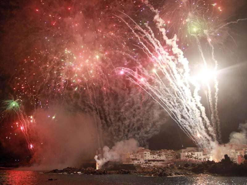 El mar y el cielo de Alcalá volverán a brillar en su 'Noche de fuegos'