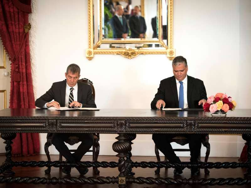 Clavijo y Alves Cordeiro firman un acuerdo de colaboración