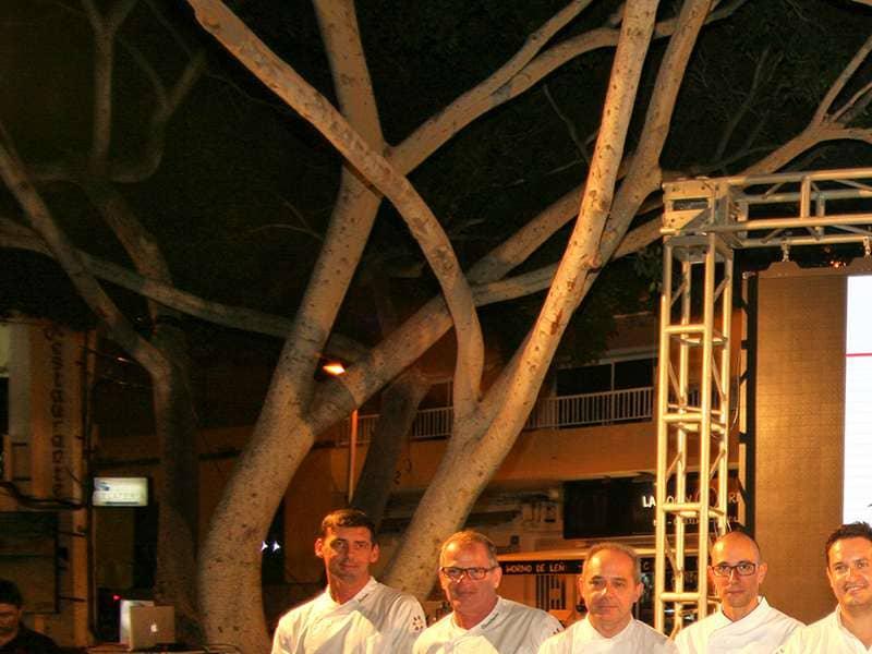 Gastronomía y tradiciones llenan la plaza de la Pescadora