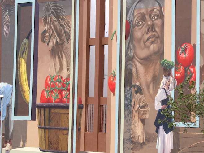 Un mural que refleja el trabajo en las plantaciones de Adeje
