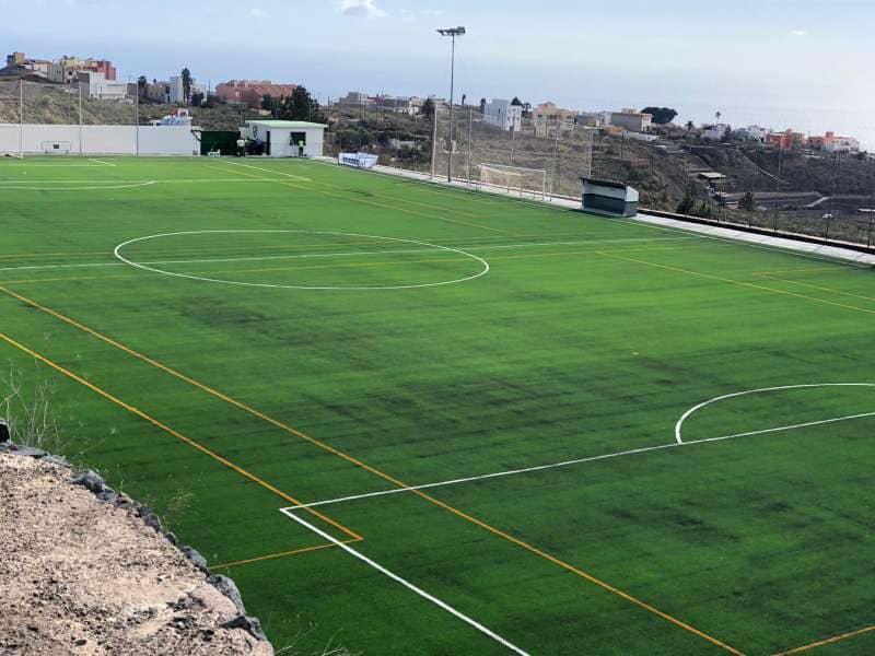 San Miguel de Abona inaugura el Campo de Fútbol de El Roque tras su reciente dotación de césped