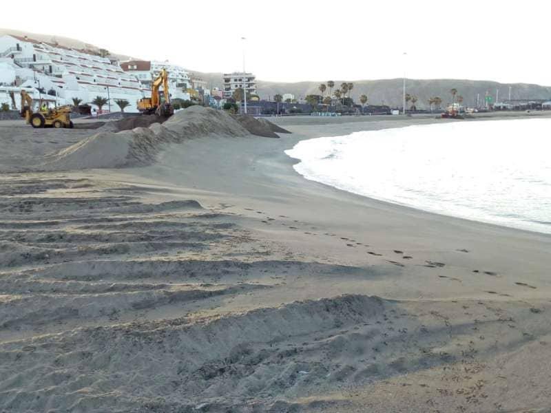 Arona prepara sus playas para su reapertura a partir del lunes