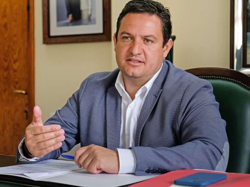 Onda TenerifeMena reclama la finalización de los hospitales públicos antes de abordar la construcción del tren